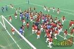 Japanische Fußballmannschaft gegen 100 Kinder