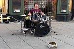 Schlagzeuger in einer Fußgängerzone