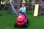 Spritztour mit dem Rasenmäher