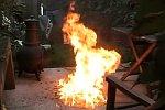Brennendes Benzin wegsaugen