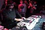 Dubstep-DJ geht so richtig ab