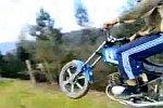 Sprung mit einem Motorrad