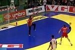 Abgezockter Handballfreiwurf