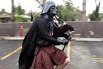 Darth Vader auf einem Einrad