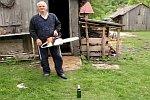 Kettensäge als Bieröffner
