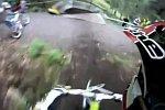 Gewagtes Überholmanöver beim Downhill