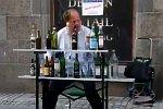 Straßenmusik mit Flaschen