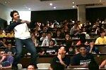 Flashmob während einer Uni-Prüfung