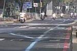 Polizist rast über eine Geschwindigkeitsschwelle