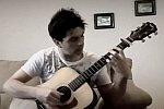 Pokemon-Titelmusik auf einer Akustikgitarre