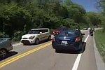 Unfall direkt neben Motorradfahrer