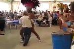Tanzen mit heißer Brasilianerin