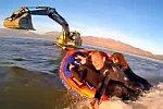 Surfen mithilfe eines Baggers