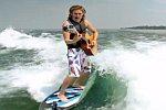 Surfen, Singen und Gitarre spielen