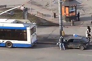 Auto vom Bus abschleppen lassen