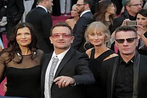 Photobombing U2