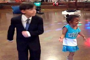 Kleiner Tänzer und ein eifersüchtiges Mädchen