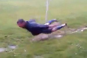 Fußballer beim Schwimmtraining