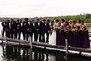 Hochzeitsgesellschaft fällt ins Wasser
