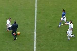 Jose Mourinho grätscht Spieler um