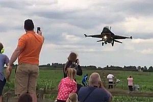 Düsenjet kurz vor der Landung