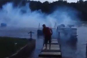Bootssteg mit Feuerwerk zerlegt