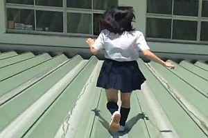 Japanische Schulmädchen als Ninjas