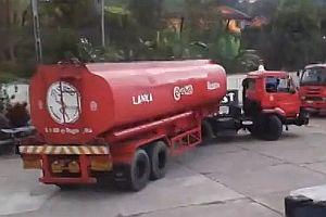 Wendemanöver mit einem Tankwagen