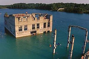Ein altes geflutetes Gefängnis