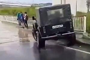 Ein Jeep kommt überall durch