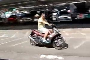 Probefahrt mit einem Motorroller