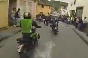 Motorradrennen durch enge Gassen