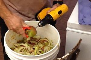 Effizientes Apfelschälen
