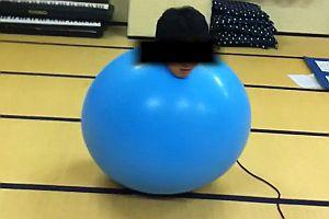 Ein Mann in einem Ballon