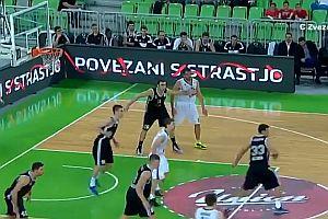 Unglaublicher Korb beim Basketball