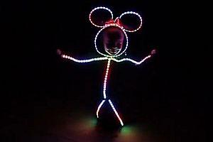 Kind im LED-Kostüm 2.0