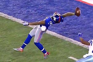 Football mit einer Hand gefangen