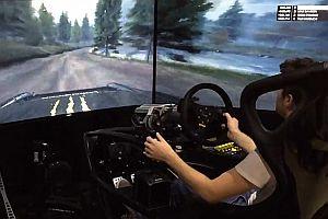 Fahrsimulator mit gebogenen Monitoren