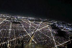 Flugzeuglandung bei Nacht in Chicago