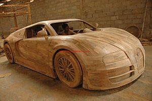 Bugatti Veyron aus Holz