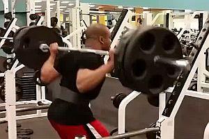Egoist im Fitnessstudio
