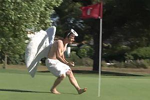 Remi als Engel und Teufel auf dem Golfplatz