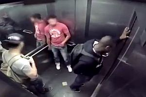 Durchfall im Fahrstuhl