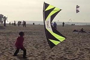 Drachenflieger am Strand