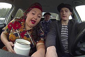 3 Russen tanzen im Auto