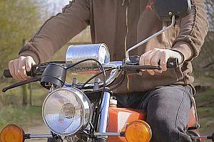 Wurstblinker an einem Motorrad