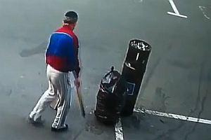 Müllsack direkt in den Müllwagen werfen