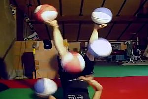Jonglieren mit den Füßen