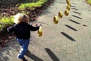 Kleinkind als Super Mario