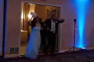 Trauzeuge knockt Brautjungfer aus